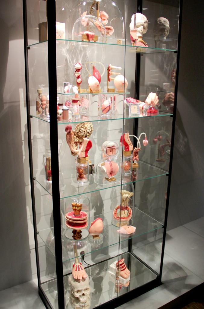 Philippe Mayaux, Reconstruction 2000-2012, z wystawy Le Surréalisme et l'objet, Centrum Pompidou, Paryż, fot: NOM