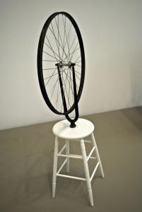 """Marcel Duchamp, """"Koło rowerowe"""", pierwszy ready-made, 1913 r."""