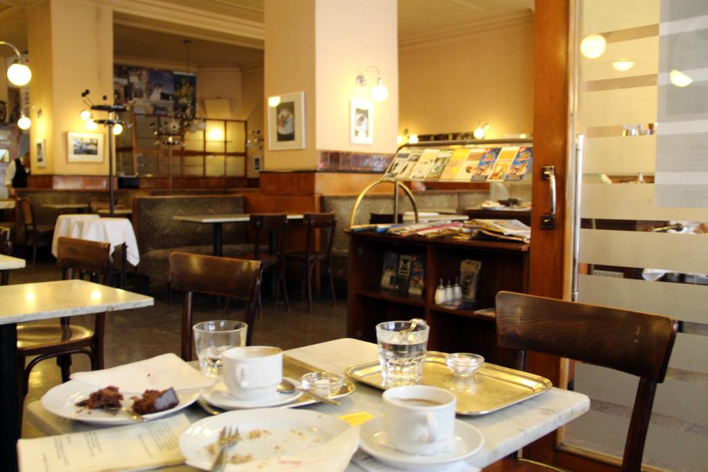 """Café Bräunerhof, wiedeńska restauracja usytuowana przy Stallburggasse 2, w której przesiadywał Thomas Bernhard, i którą opisał w """"Bratanku Wittgensteina"""""""