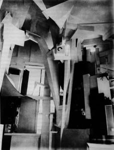 Kurt Schwitters, Merzbau, Hannover, 1933, źródło: https://www.flickr.com/photos/centralasian/5822328264