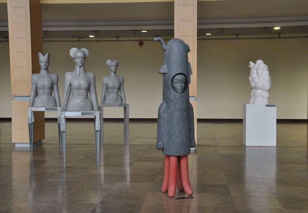 """Cykl """"Catwalk to a Dream"""" (2010-2011); """"Przeprowadzka na Marsa"""", 44x190 cm, mastik, 2008; """"Kąpiel w pianie"""", 53x97 cm, colatec, 2013; Oświęcimskie Centrum Kultury, Oświęcim"""