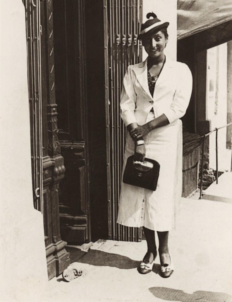 PHOTO: MUZEUM LITERATURY/EAST NEWS Zuzanna Ginczanka, Rowne 1934. ZUZANNA GINCZANKA - POLISH POET OF JEWISH ANCESTRY. Zuzanna Ginczanka, wlasc. Zuzanna Polina Gincburg (1917-1944) - polska poetka pochodzenia zydowskiego.