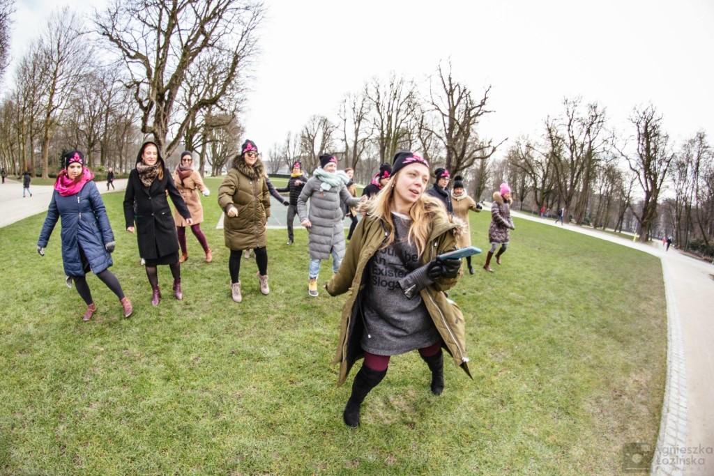 One bilion rising/Nazywam się miliard. Co roku 14 lutego kobiety i mężczyźni na całym świecie tańczą, manifestując swoją niezgodę na przemoc wobec kobiet, Akcja w Brukseli, 2017, fot.