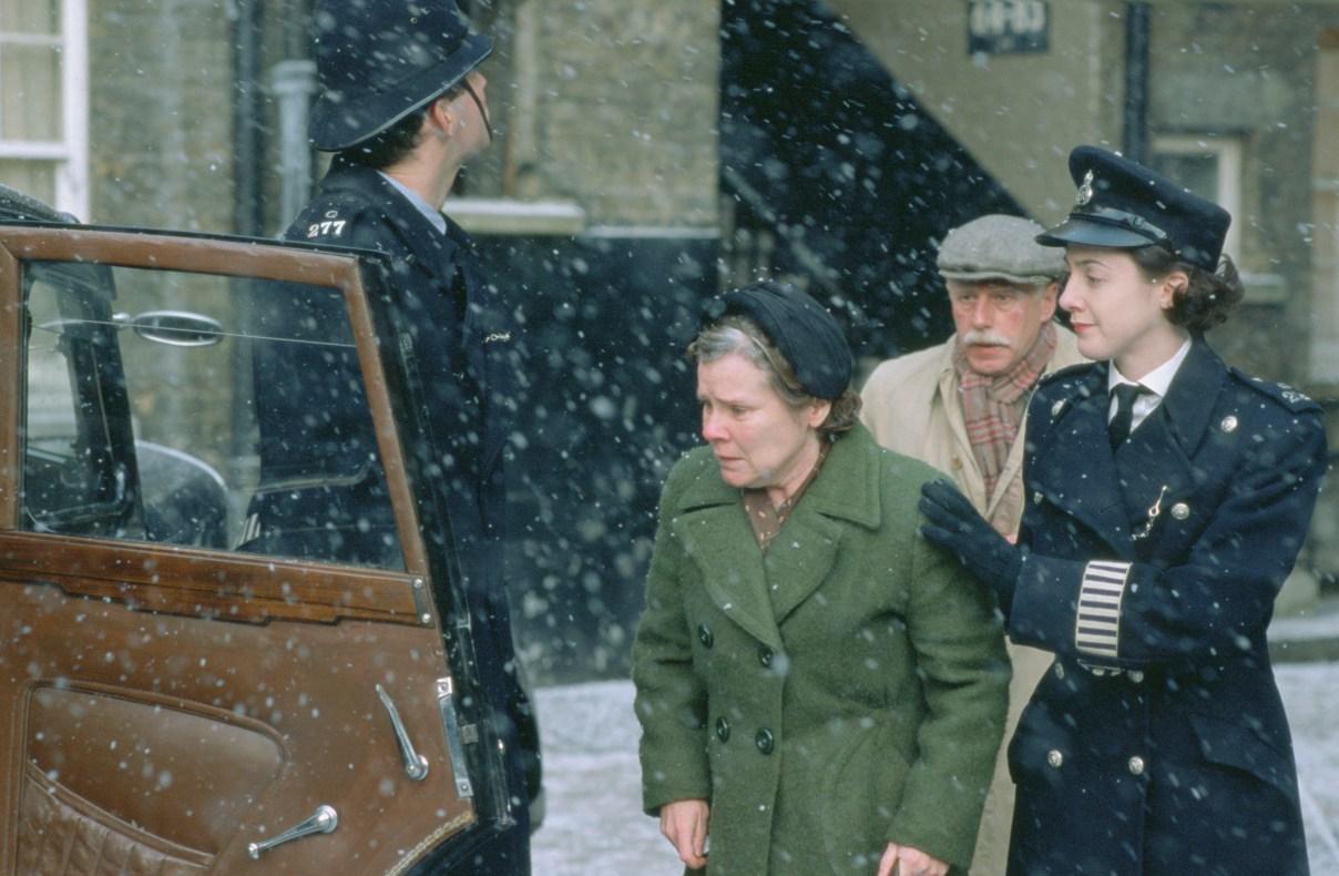 """kadr z filmu """"Vera Drake"""" (2004)"""