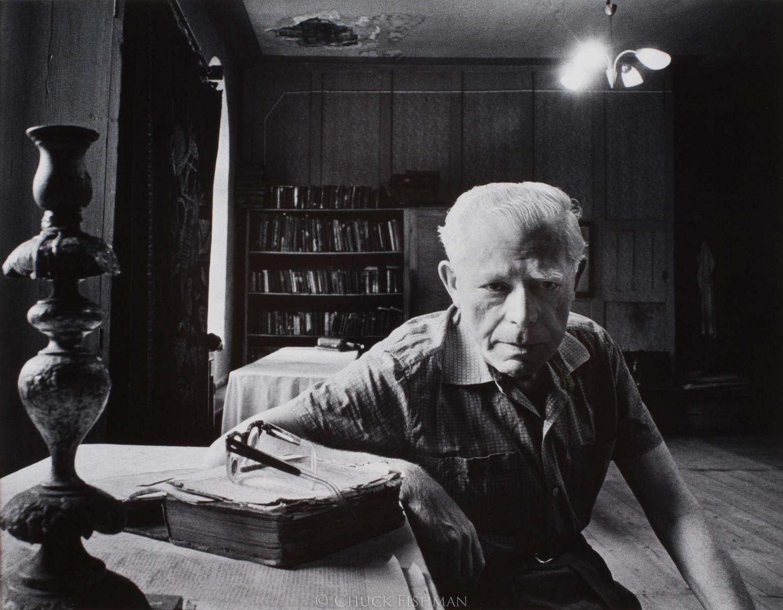 Mieczysław Nusbaum, Kościelny jedyny pozostały w Lublinie pokój modlitwy. Nusbaum, którego żona i dzieci mieszkały w Izraelu, spał w małym sąsiednim pokoju. Nie mógł podróżować z powodu złego serca. Pokój był nadal używany do usług w piątek wieczorem. 1975, fot. Chuck Fishman